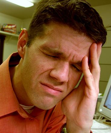 Bolest za krkem může být i spouštěčem migrény