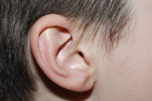 Ucho malého dítěte.