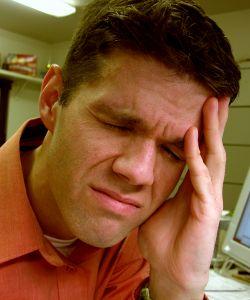 Muž, kterého bolí hlava
