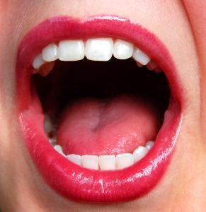 Ženská pusa otevřená dokořán