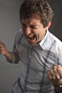 Křičící mladý muž