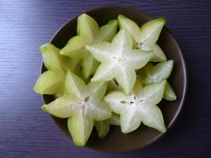 miska plná starfruit