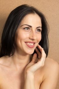 Obrázek mladé ženy s čistou pletí