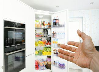 zápach v lednici