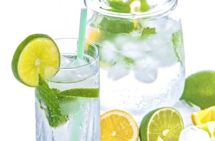 Nápoj s citrony