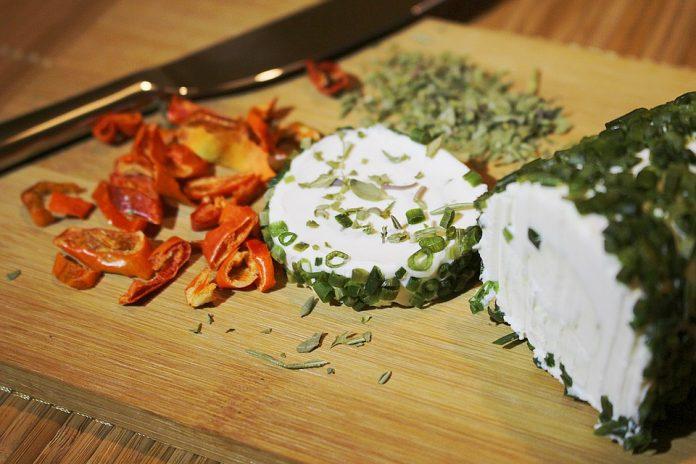 Bylinkový kozí sýr